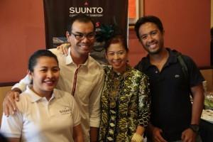 Suunto Brand Manager Mascy Cabuhat-Pineda and Suunto Brand Ambassador Coach Andy Leuterio with Tessa Prieto-Valdez and Carlos De Guzman of SBR.PH